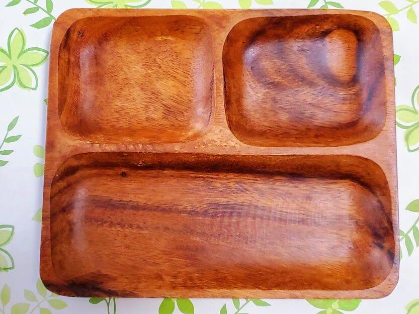 木製プレート、3仕切りタイプ。