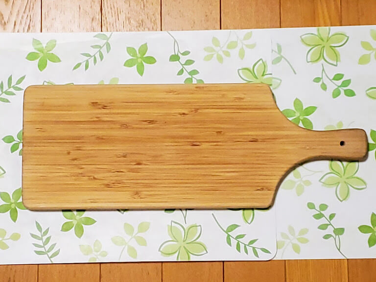木製プレート、持ち手付き。