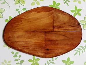 木製プレート、いびつな卵型。