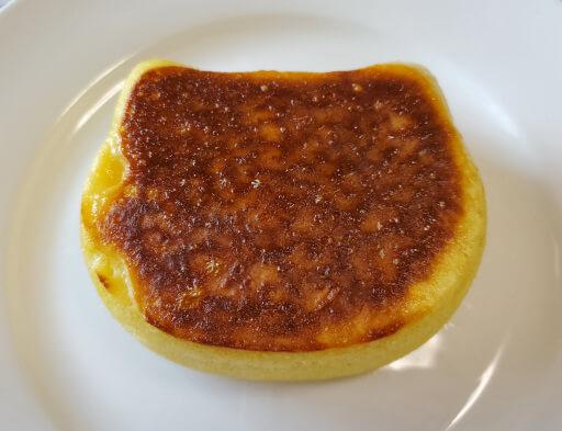 商品レビュー。100均セリアのかんたん厚めのパンケーキモールド(ねこ型)を使ってみた。2回目完成品の裏面。