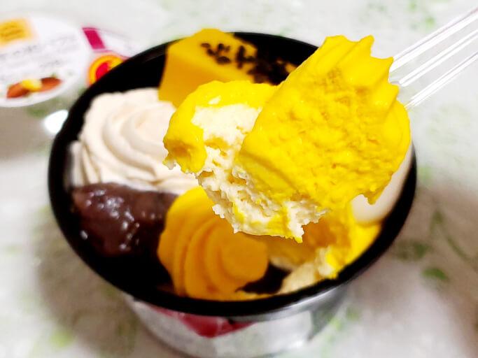 ファミリーマートの安納芋の和パフェ。安納芋のクリーム。
